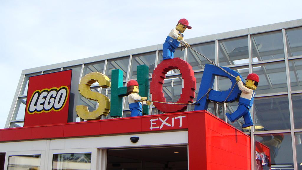 LEGO Shop Billund   Quest for Bricks