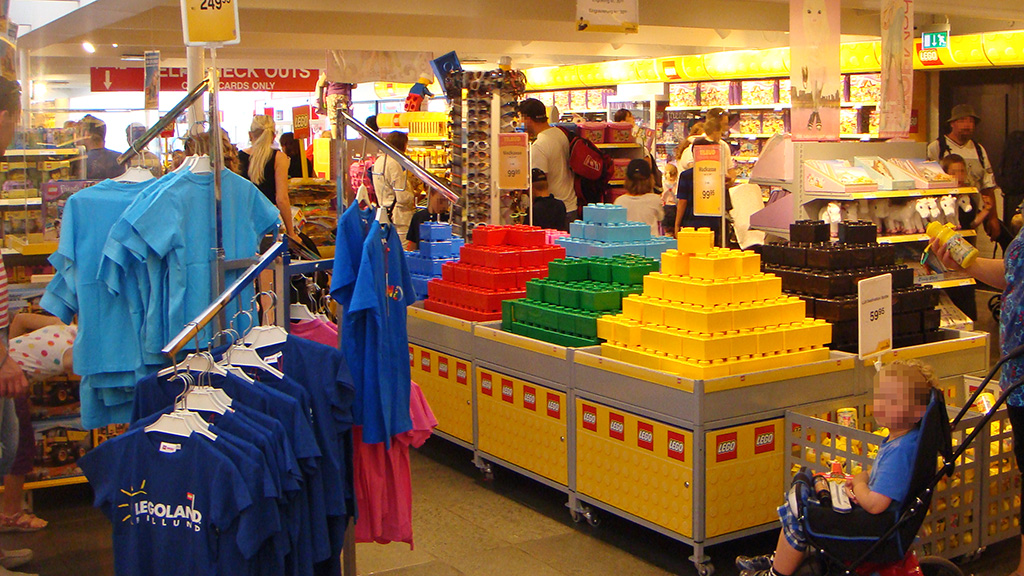LEGO Shop Billund | Quest for Bricks