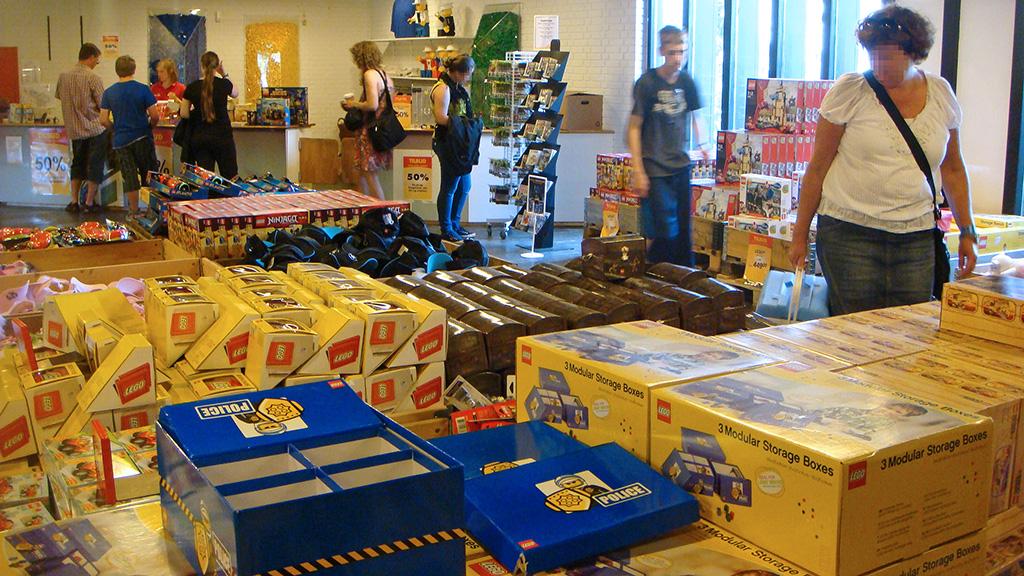 Legoland outlet quest for bricks for Lago store outlet