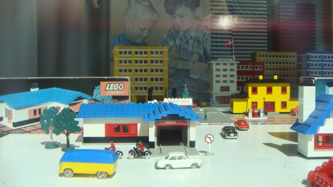 Historical LEGO close-ups 1940s-1980s