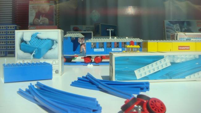 Historical LEGO close-ups 1940s-1980s
