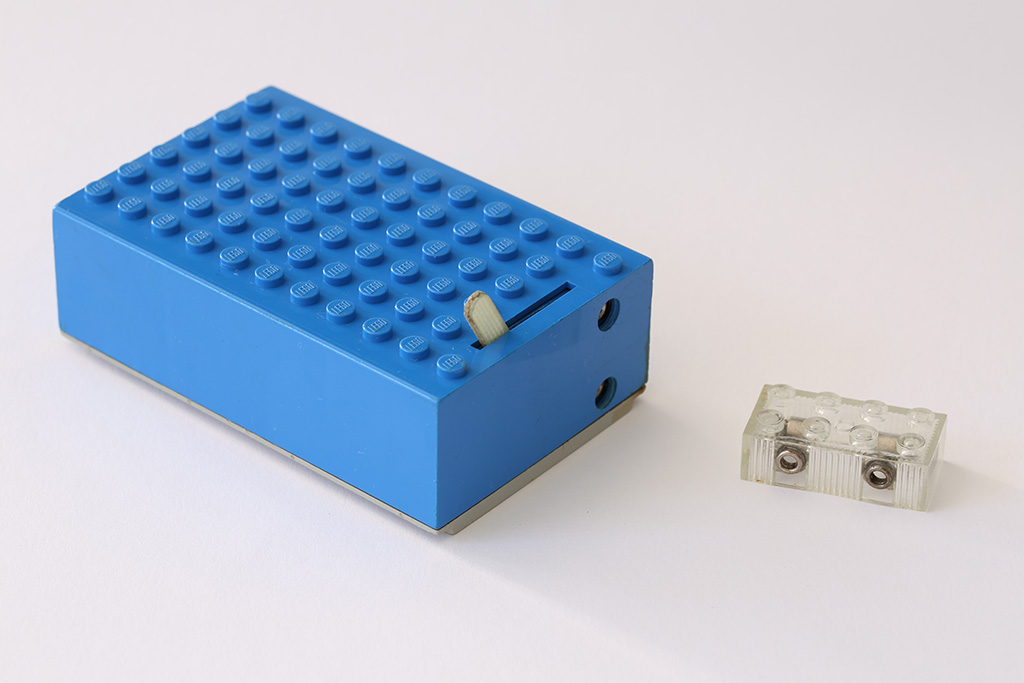 1960s LEGO battery box and light brick | Quest for Bricks